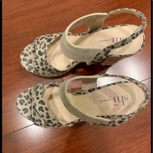 Shi by Journeys size 8.5 leopard print cloth heels